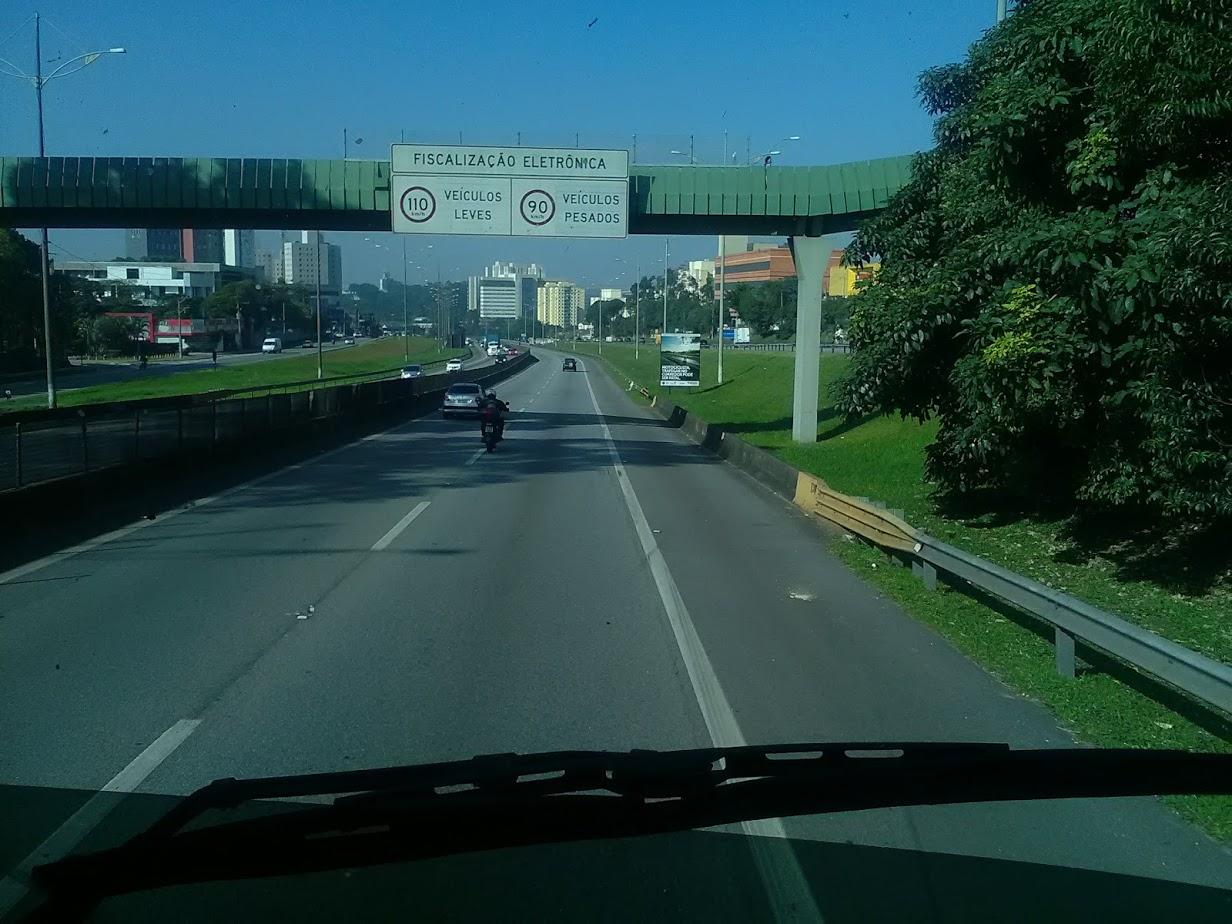 10-6-2019-Sao-Paulos-op-weg-naar-de-haven-plaats-Santos-4