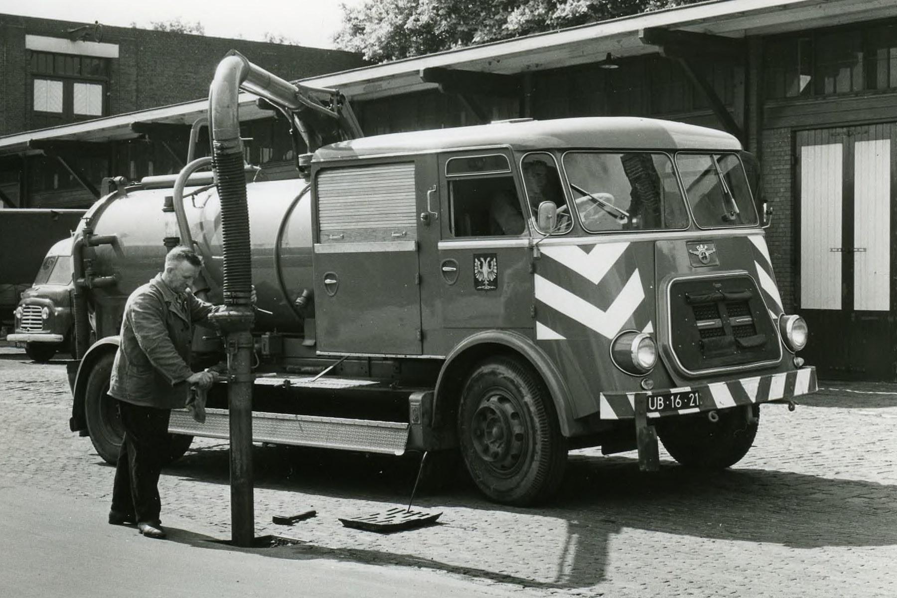 Arnhem-Dienst-Gemeentewerken-DAF-A-1600-Rioolkolkzuiger-1962