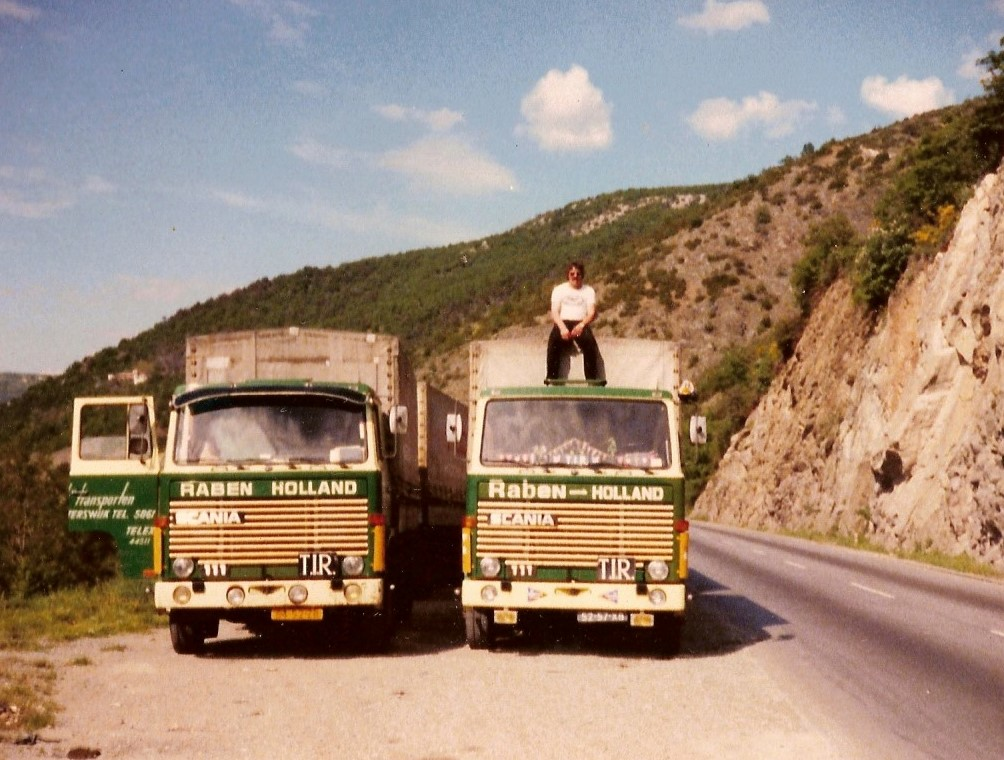Theo---Mentink-en-Richard-Eind-jaren--70-met-2-auto-s-naar-Athene---Piraeus---Ook-met-TIR--carnet---Aan-de-Griekse-grens-2