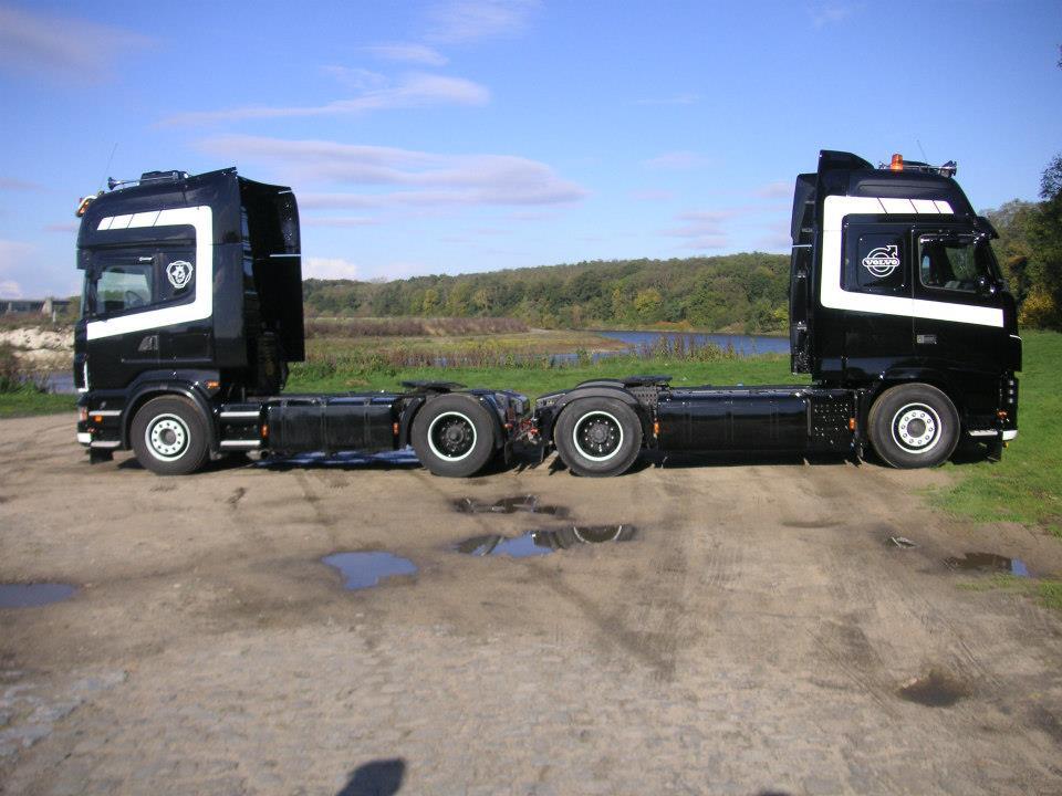 Volvo-Scania-langs-de-maas-in-Geulle-25-10-2019