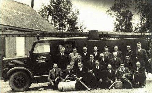 de-eerste-brandweerauto-die-de-Valkenburgse-brandweer-na-de-oorlog-kreeg