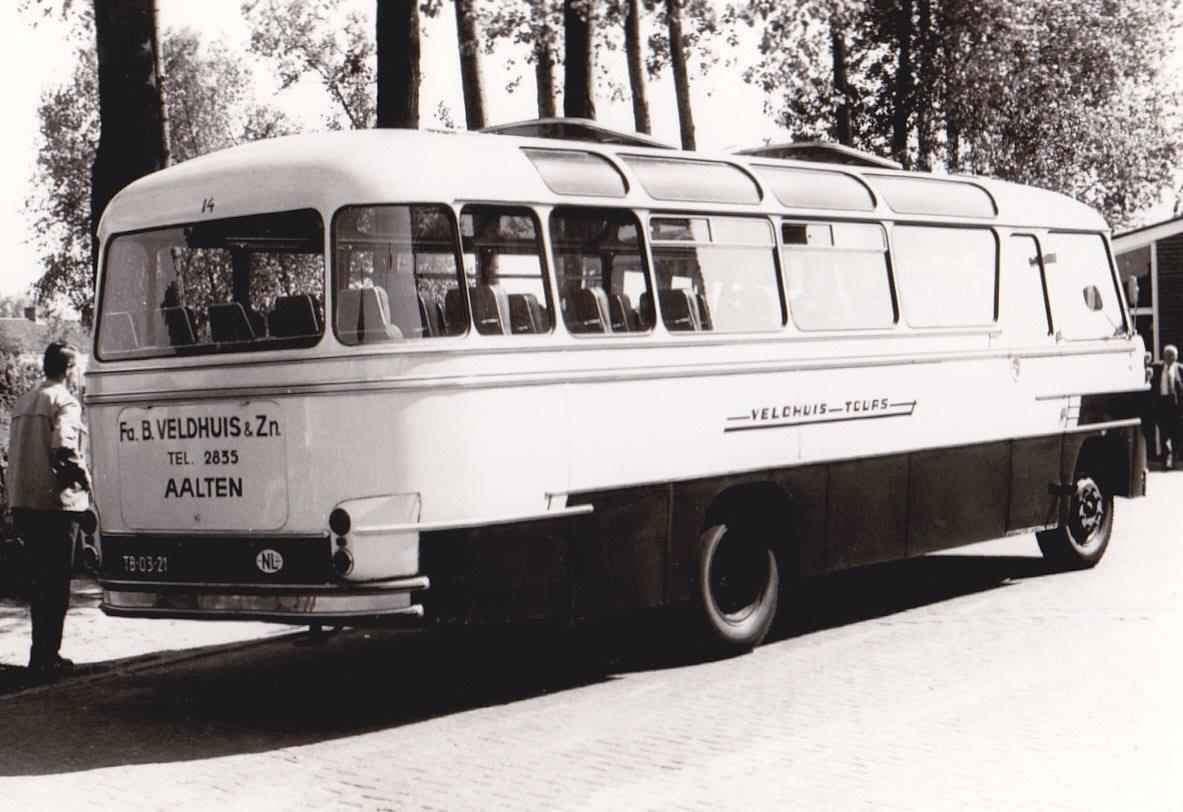 Bus-nr-14--bouwjaar-1958--bij-Veldhuis-garage-Aalten--Uit-dienst-in-1977