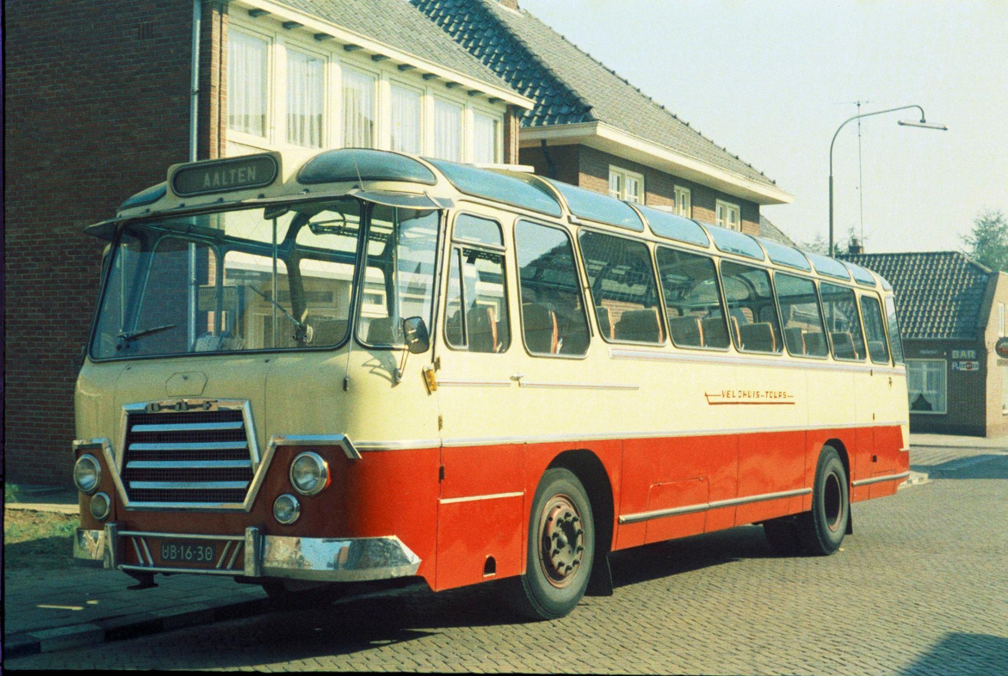 Bus-nr-16--halte-Postkantoor-1974