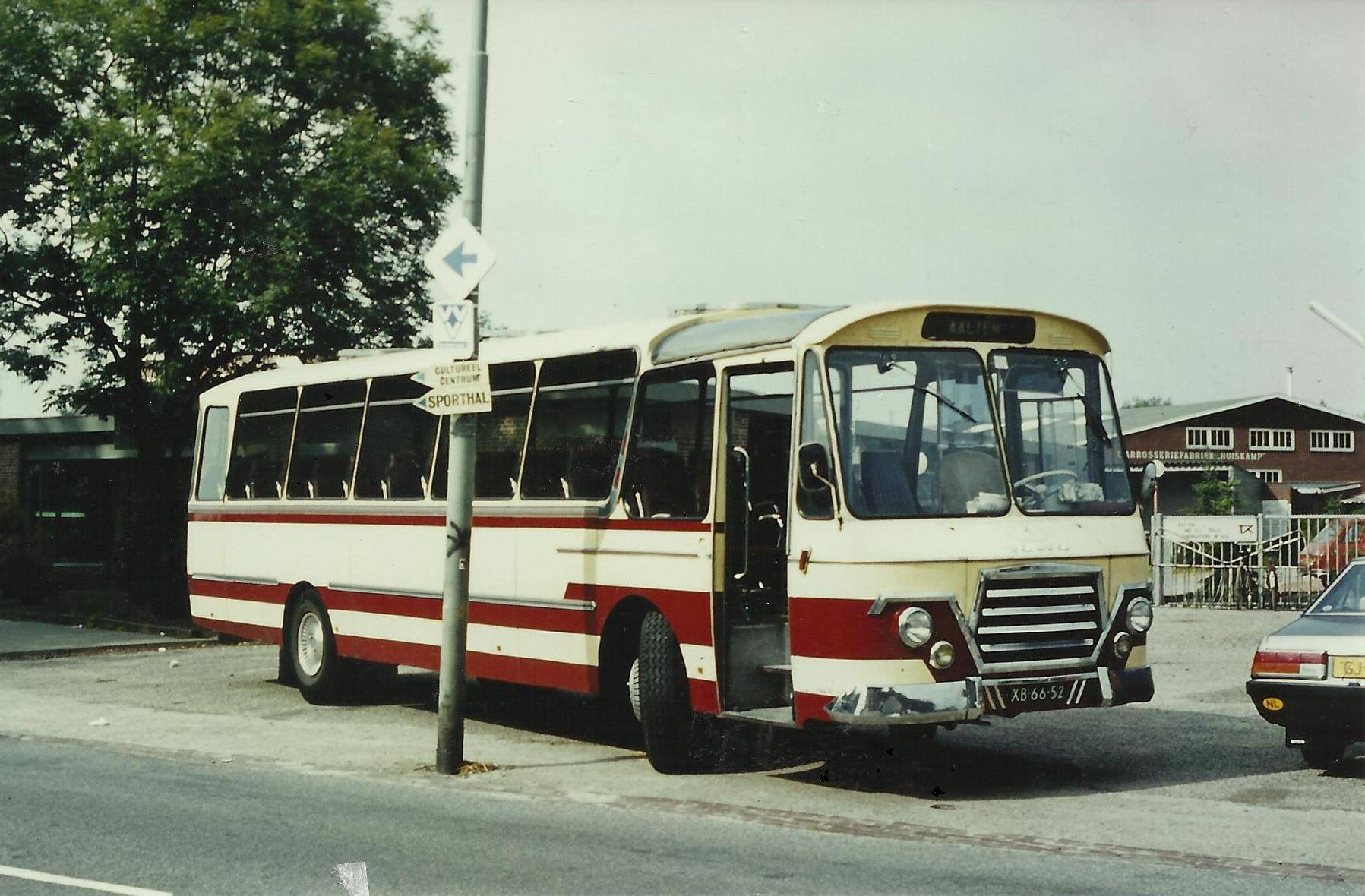 Bus-nr-19-begin-jaren-80--voor-de-carrosseriefabriek-van-Huiskamp-te-Winterswijk