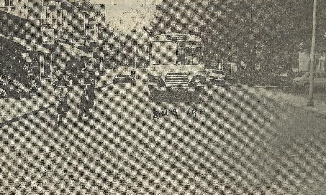 Bus-nr-19-in-de-Dijkstraat-Aalten-1983