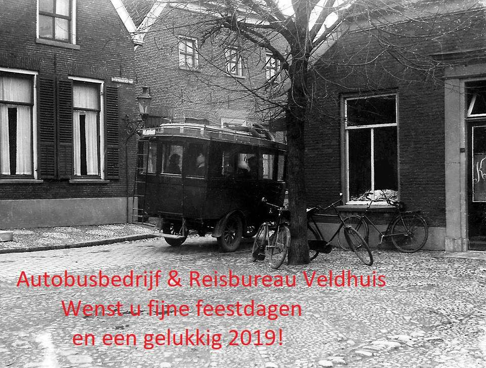 Bus-nr-2-bij-de-halte-op-de-markt-in-Aalten--Carr-Huiskamp