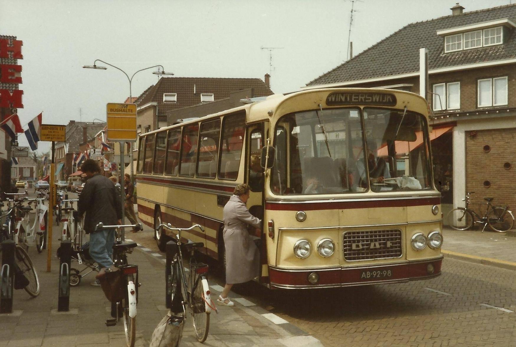 Bus-nr-21-bouwjaar-1968-en-in-dit-jaar-ook-in-dienst-gekomen-bij-Veldhuis-tot-1988--Deze-bus-is-verkocht-en-naar-Winterswijk-gegaan-waar-hij-omgebouwd-werd-tot-camper