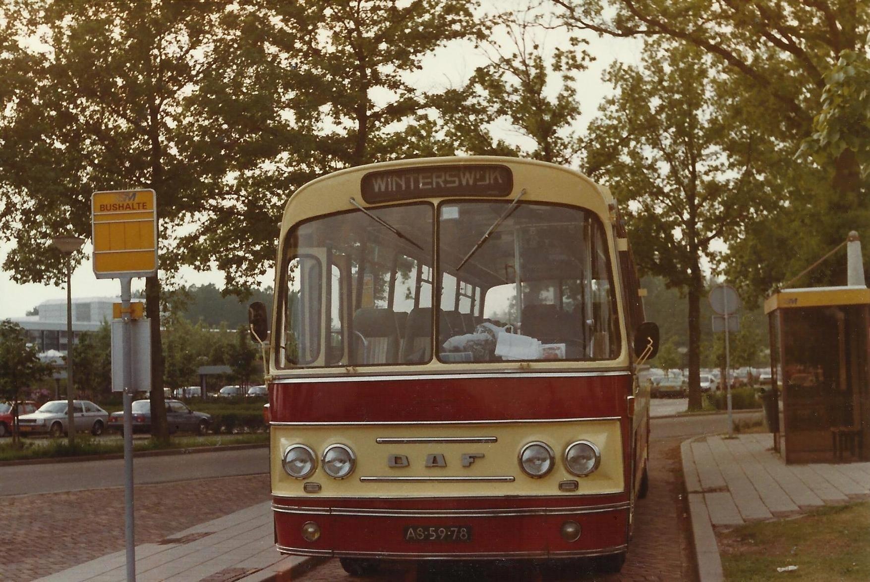 Bus-nr-23-bij-SKB-Winterswijk-mei-1986--Laatste-rit-in-de-Veldhuis-kleuren--Vanaf-juni-reed-men-lijndienst-met-de-gele-GSM-bussen