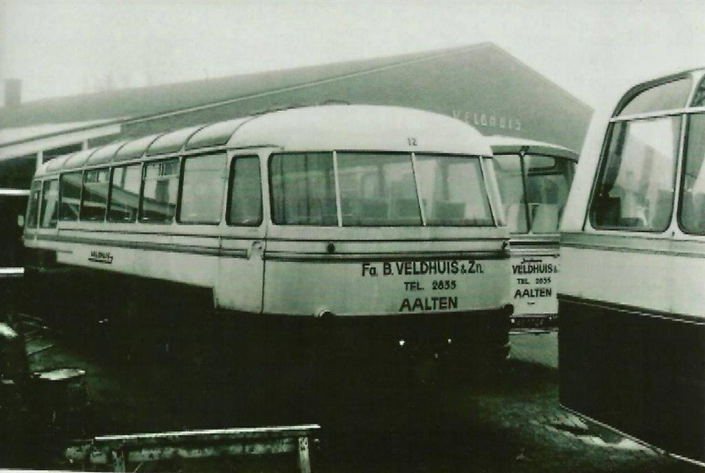 bus-nr-12-1957-carr-Hoekstra-Winterswijk--en-bus-nr-20-carr-Jonckheere