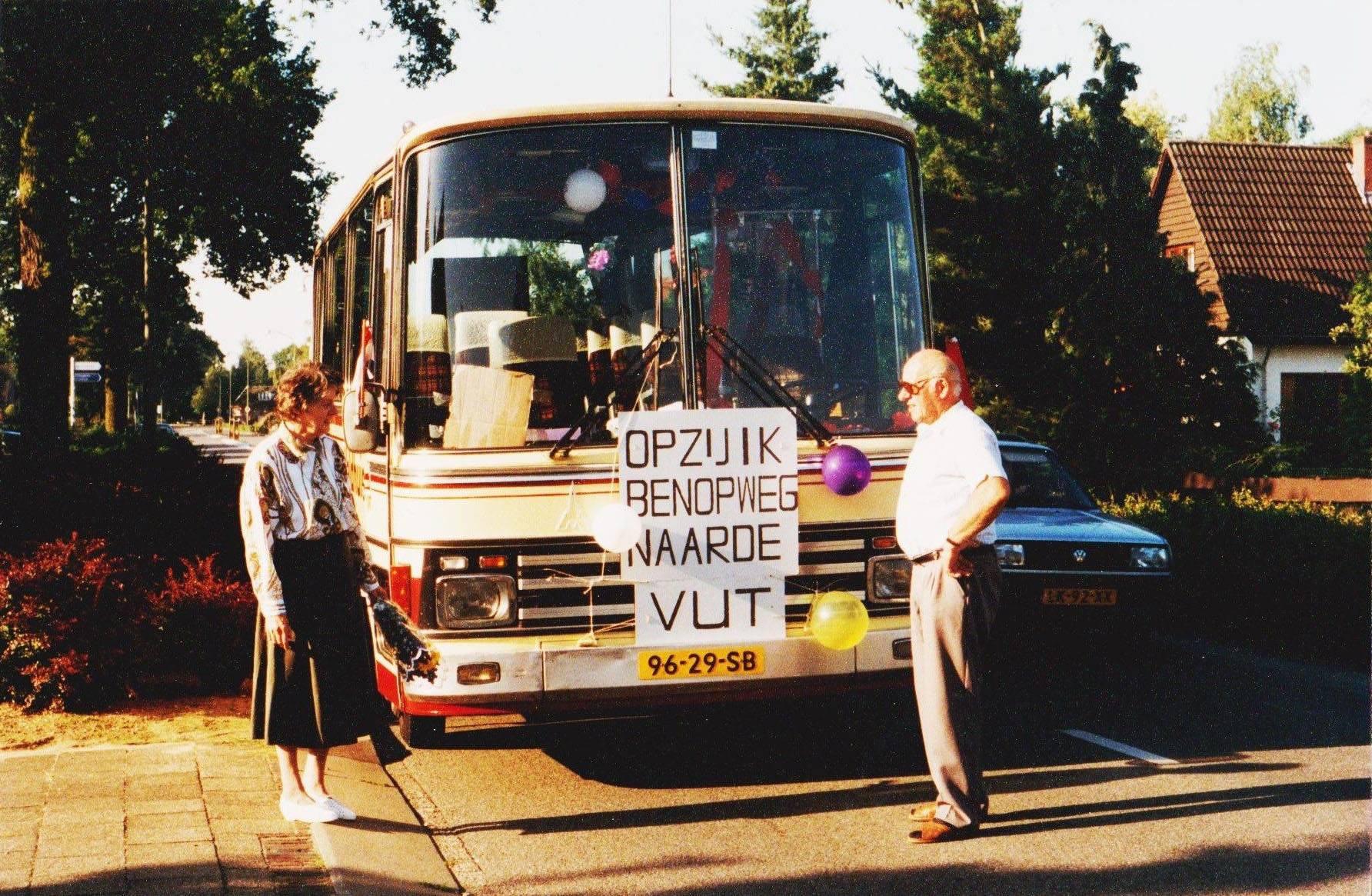 bus-nr-27--Juli-1993-Laatste-rit-van-de-heer-Van-de-Kuit-en-de-laatste-kofiiestop-aan-de-Bocholtsestraat