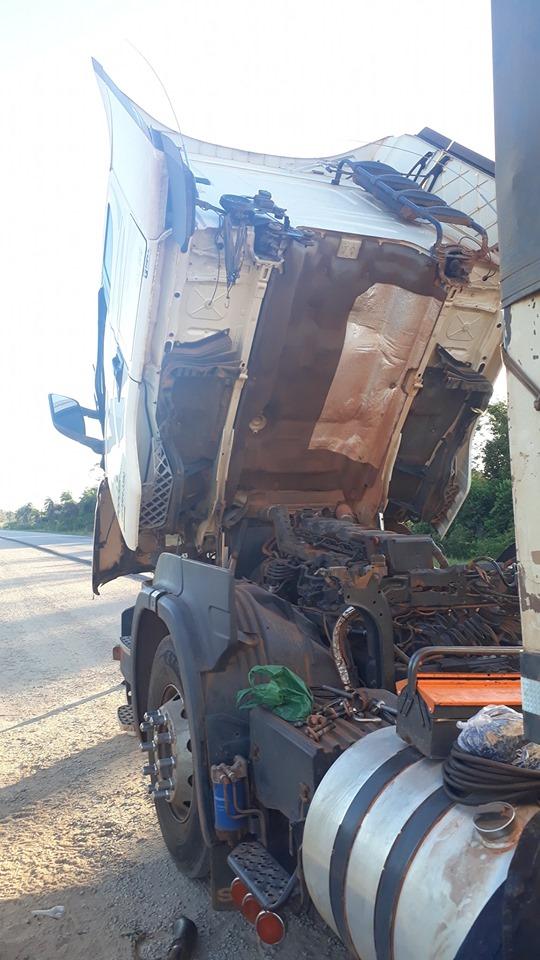 Scania-met-kapotte-motor-3