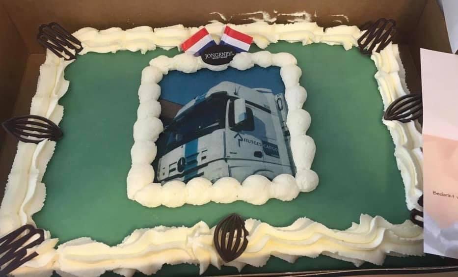 Deze-week-ontving-onze-chauffeur-Frank-zijn-nieuwe-vrachtwagen-als-dank-hiervoor-gaf-hij-ons-een-heerlijke-taart-op-kantoor-30-10-2019
