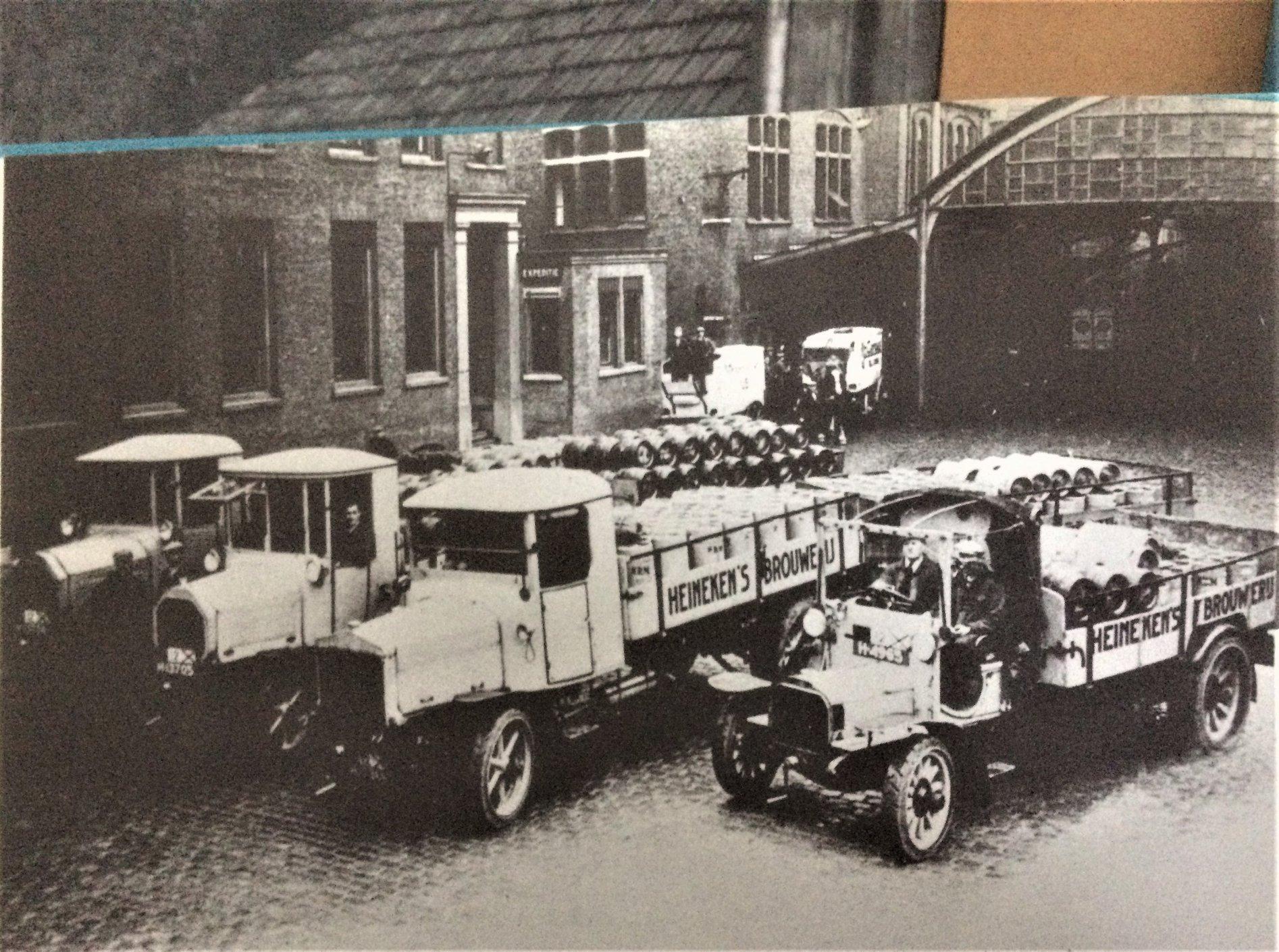 Daimlers--Bussings-en-Saurers-in-gebruik-foto-van-1920