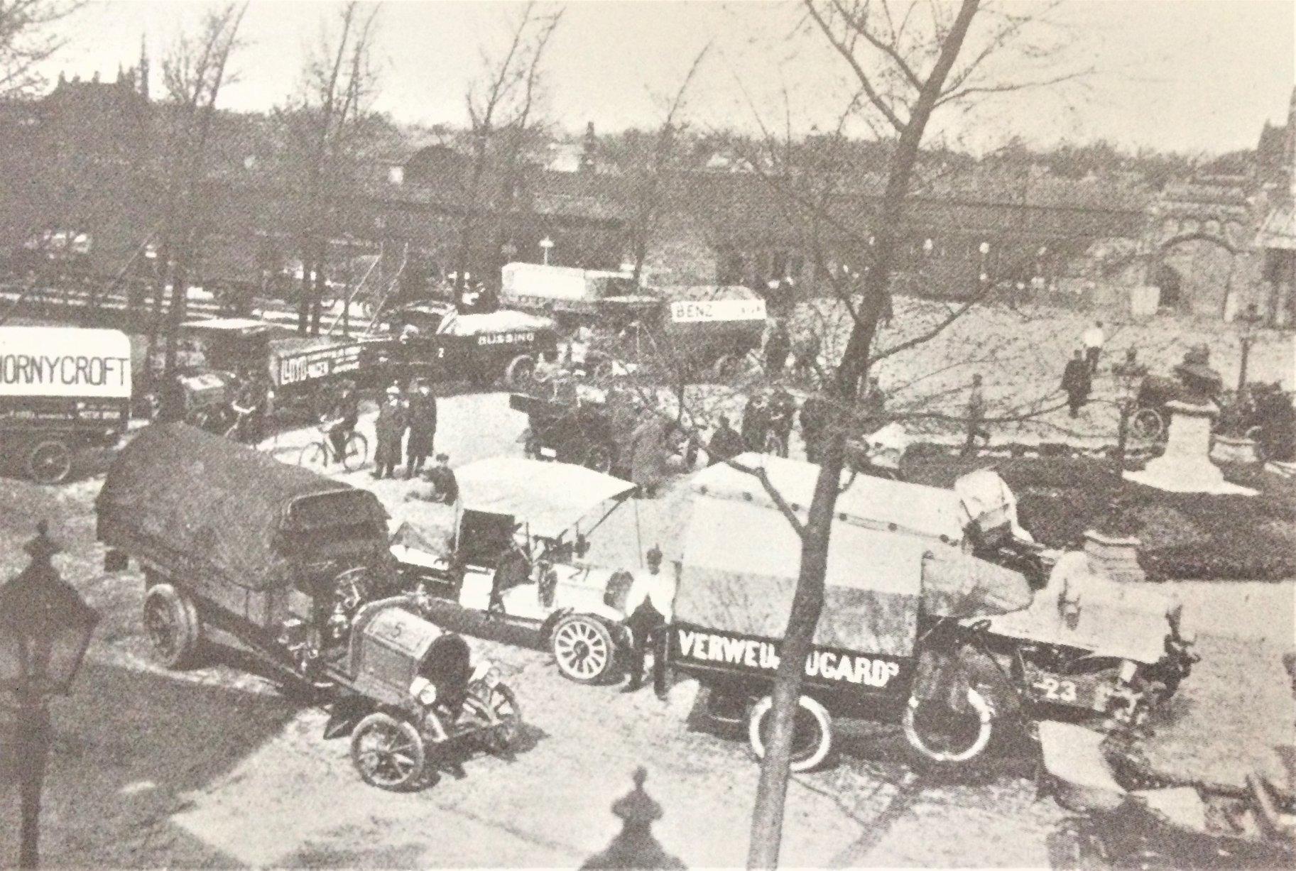 De-Nederlands-Vrachtwagenconcours-1913-aankomst-in-Enschede