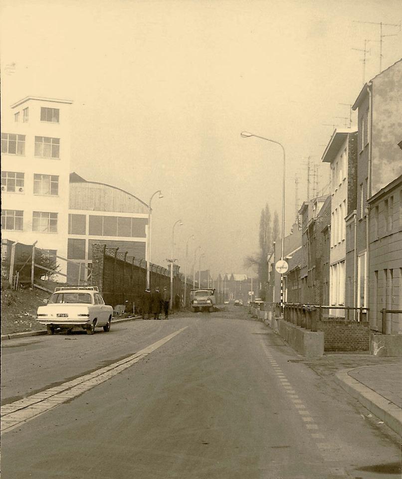 Heugemer-weg-met-het-oude-fabriek