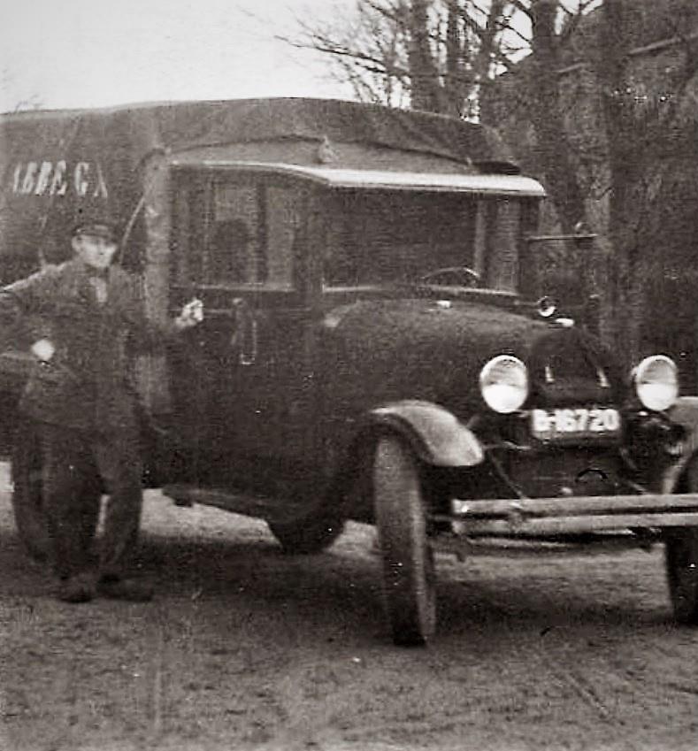 Dhr.-Fritsma--1931-met-transport-Veevervoer-en-kruidenierswinkel--met-een-Ford