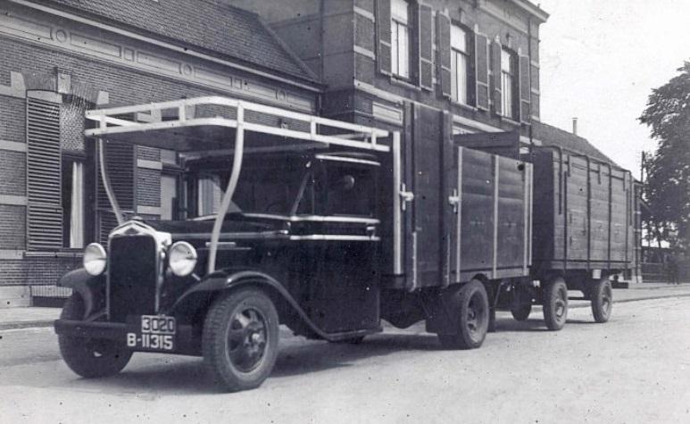 Reo-B-11315-Tietje-Prins-Vellinga-Oosterend-gemeente-Hennaarderadeel-uitgegeven-1-4-1927-hier-bij-station-van-Sneek--3