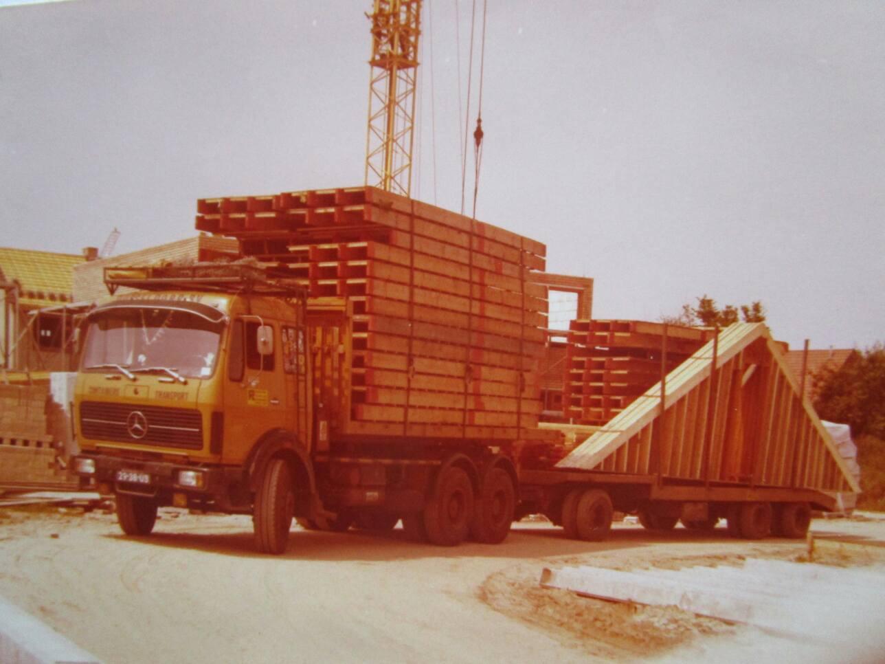 Gerrit-Vreeman-chauffeur--MB-2232-nieuw-gekregen-in-de-jaren-70