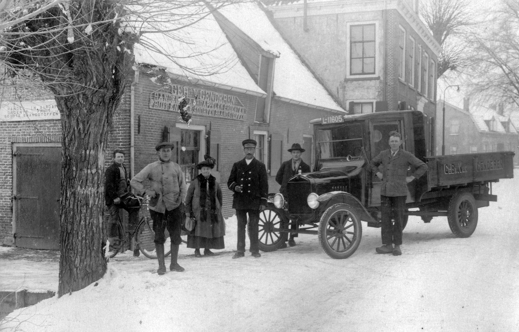 1925-Gebr--Van-Genderen--handel-in-aardappelen--groenten-en-fruit-en-brandstoffen-aan-de-Herenstraat-te-Jutphaas