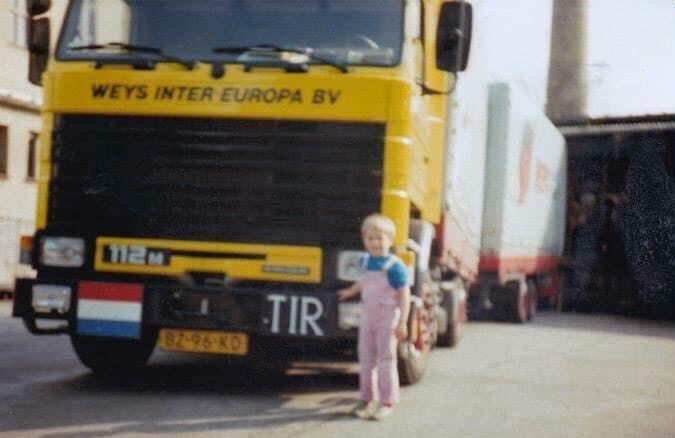 Ian-New--1987-88-aan-het-laden-van-Dresden-DDR--de-jongen-was-de-zoon-van-een-kantoor-2