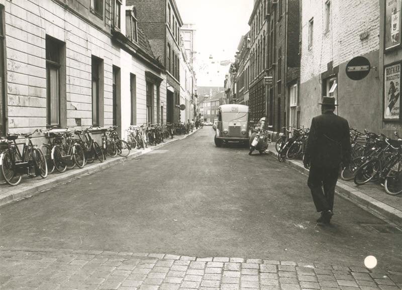Renault-Mickelersstraat-uit-1961--Maastricht