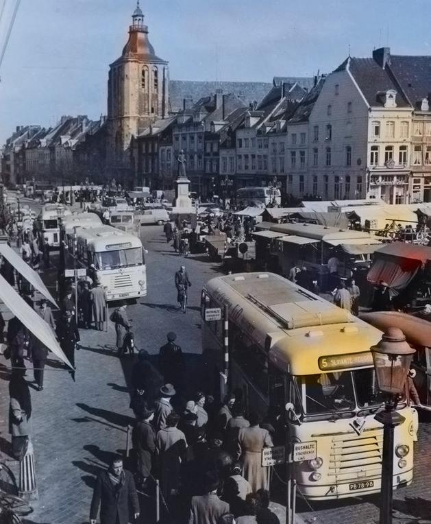Stadsbus-op-de-markt