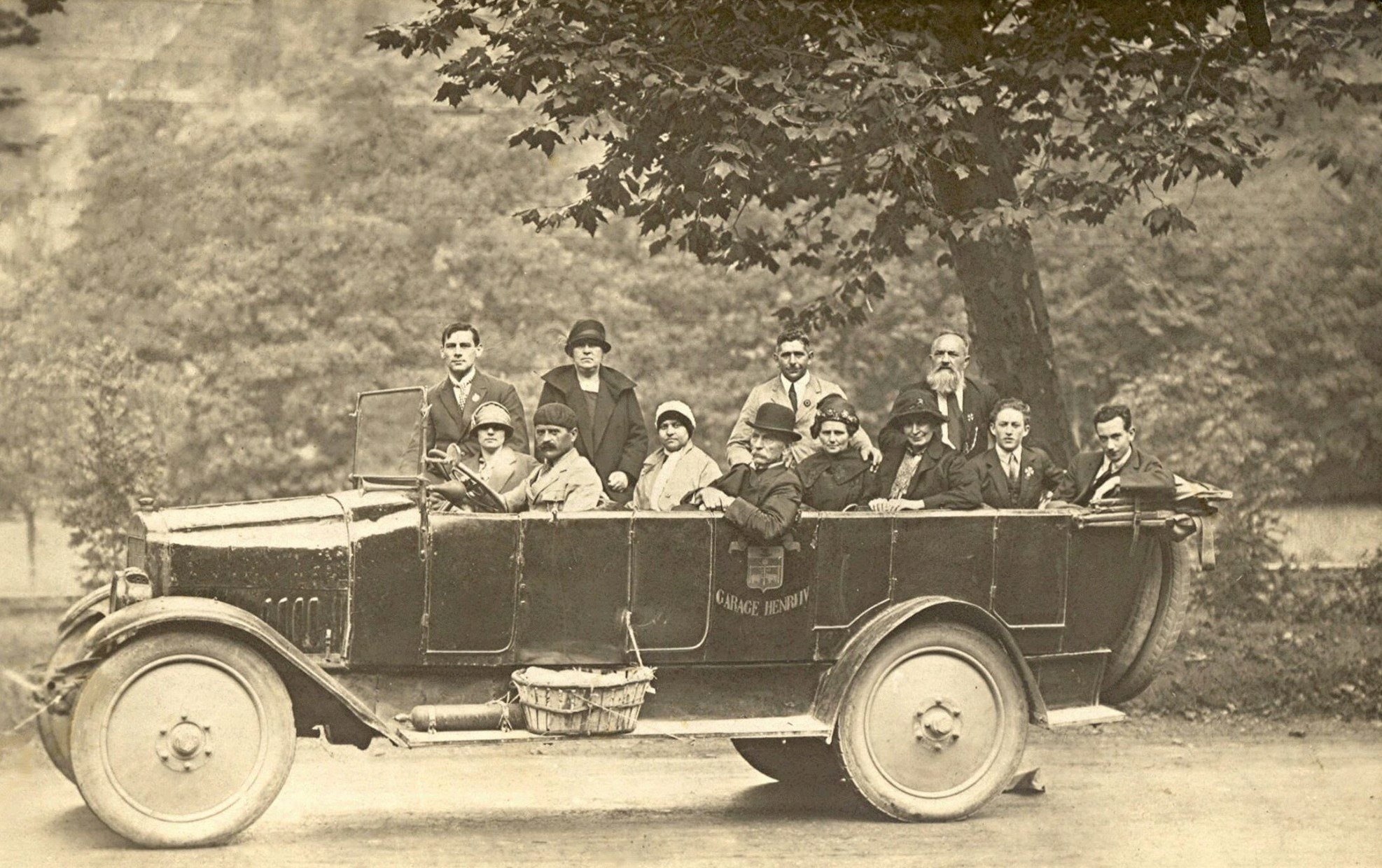 ca-1926-met-enkele-van-mijn-voorouders-Pereboom-bij-kasteel-borgharen-2