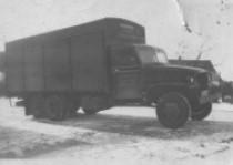 0-GMC---1928-kwam-de-1e-vrachtwagen-maar-tot-eind-jaren-50-is-er-ook-nog-met-paard-en-wagen-gereden--2