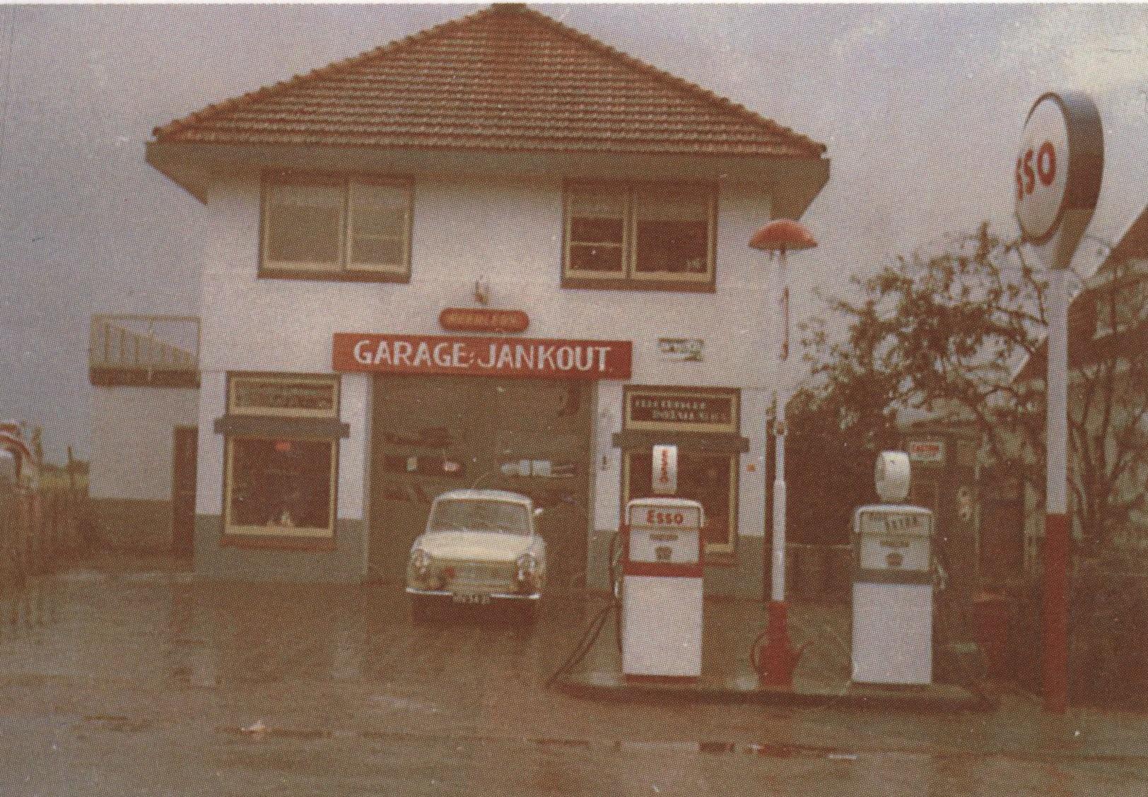 Dealer-Trabant--Garage-Jan-Kout-Nieuwe-Niedorp-2
