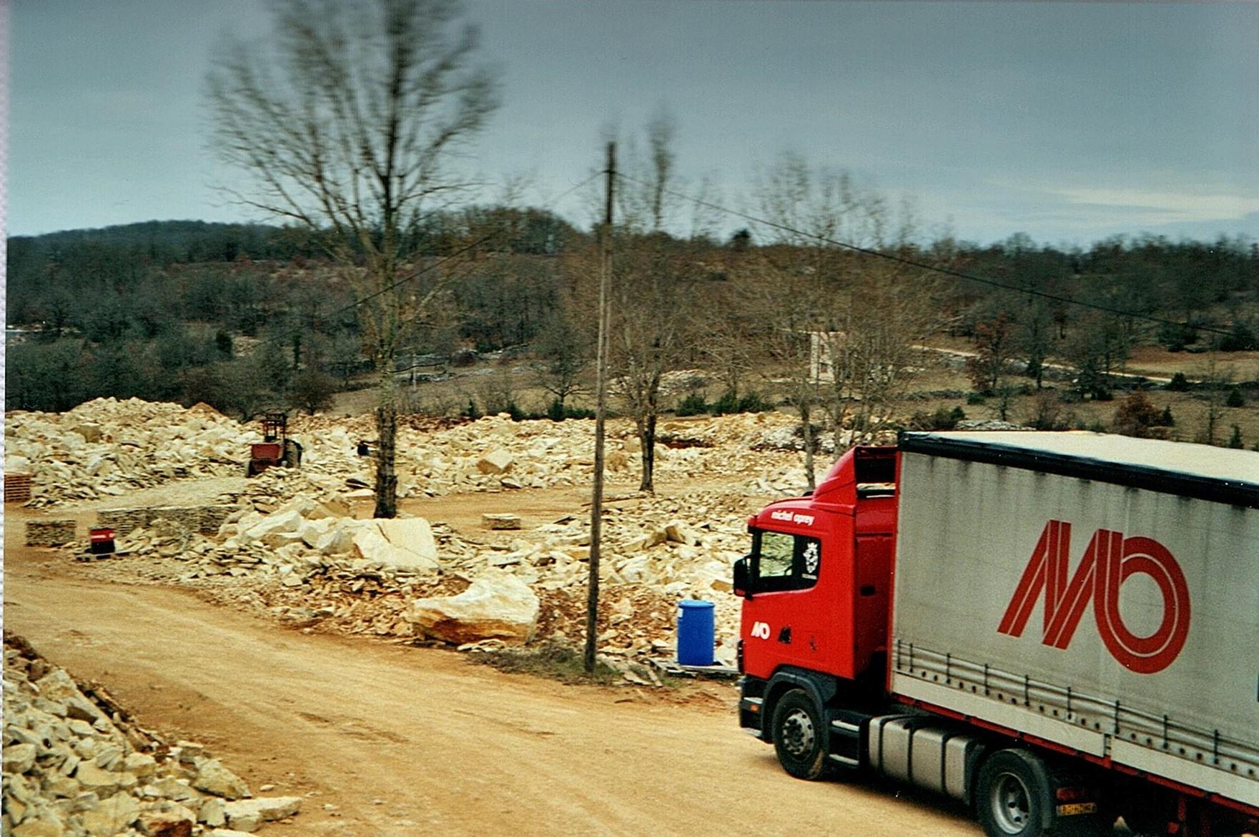 bert-kosemans-foto--de-groeve-net-achter-cahors-waar-portugesen-platen-maken