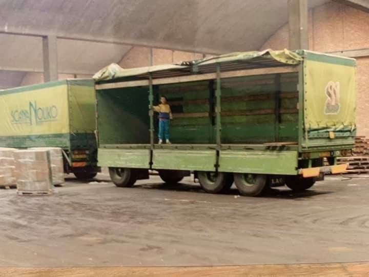 Volvo-Lossen-in-de-haven-van-Antwerpen-1987--Ronny-Steijvers-foto-