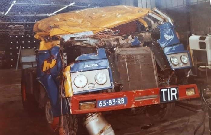 De-container-kwam-op-de-cabine-terrecht-de-chauffeur-had-bijna-geen-verwondingen