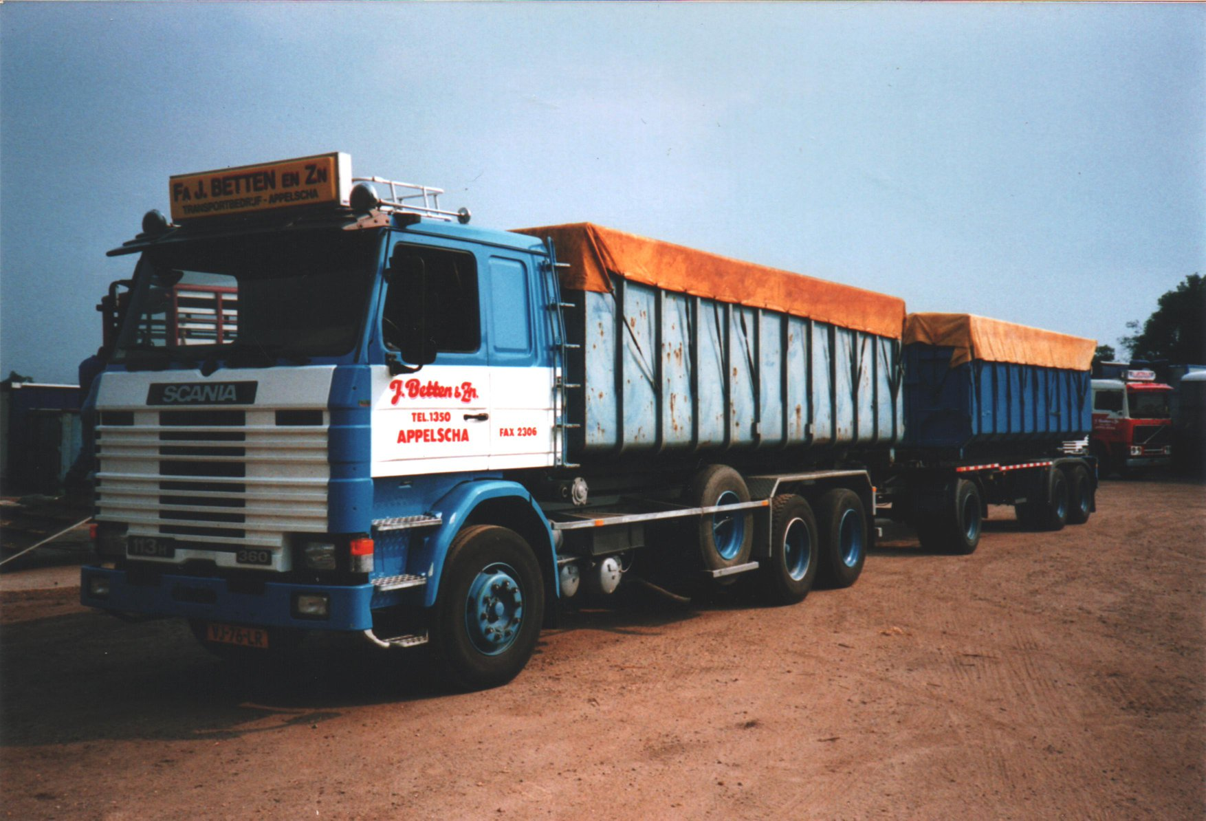 scania---113-h-met-een-container-systeem--en-een-container-aanhangwagen--lolle-rondaan-archief