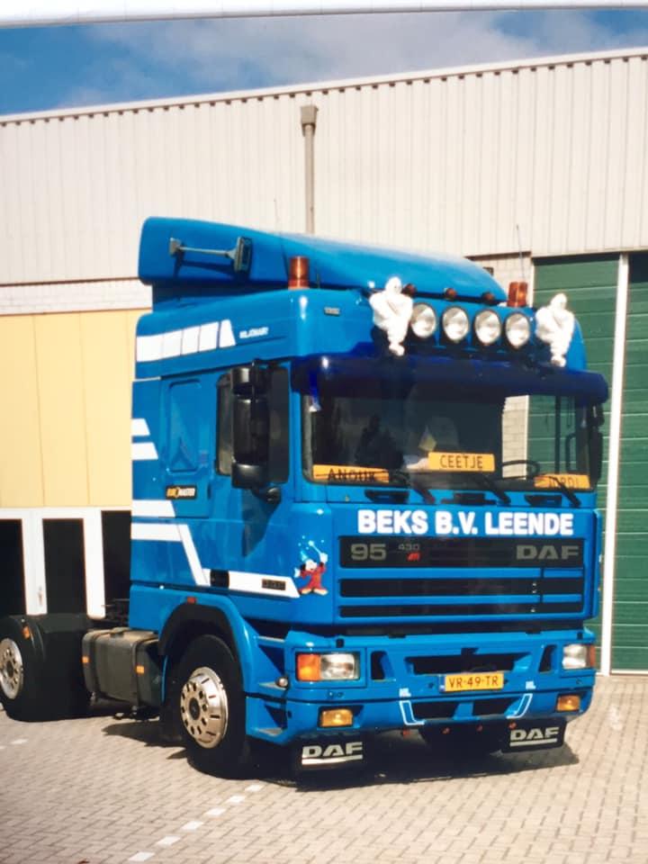 Roland-van-den-Bogaart-zijn-eerste-wagen-bij-het-bedrijf-1