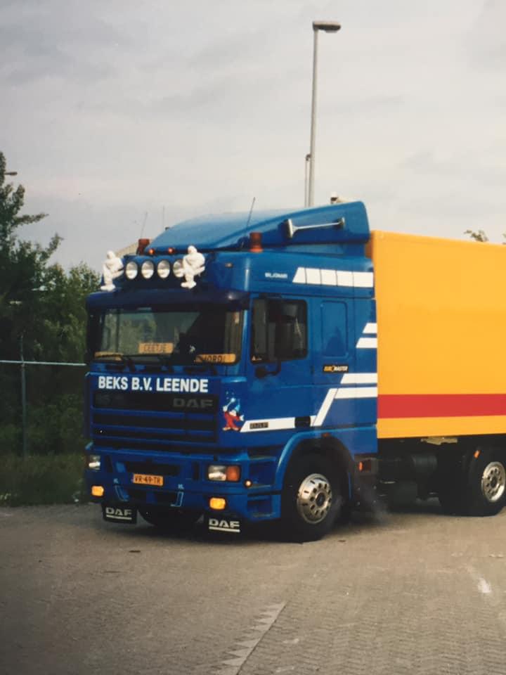 Roland-van-den-Bogaart-zijn-eerste-wagen-bij-het-bedrijf-3