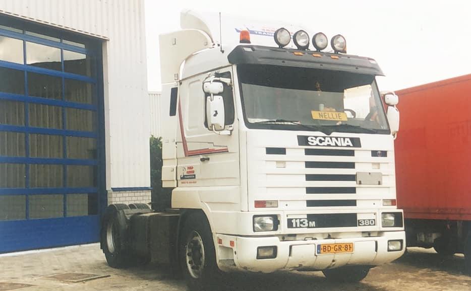 Scania-113M-380-BD-GR-81-van-Poels-Janssen--Laurens-Reiniers-foto-Gemaakt-bij-Garage-Janssen-Wanssum---