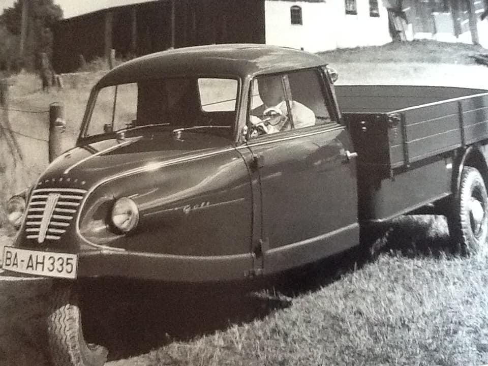 Garage-L-Bakker-in-Rijssen--was-in-de-jaren-50--ook-dealer-van-Goliath-en-Borgward--Tieme-Bakker-archief--3