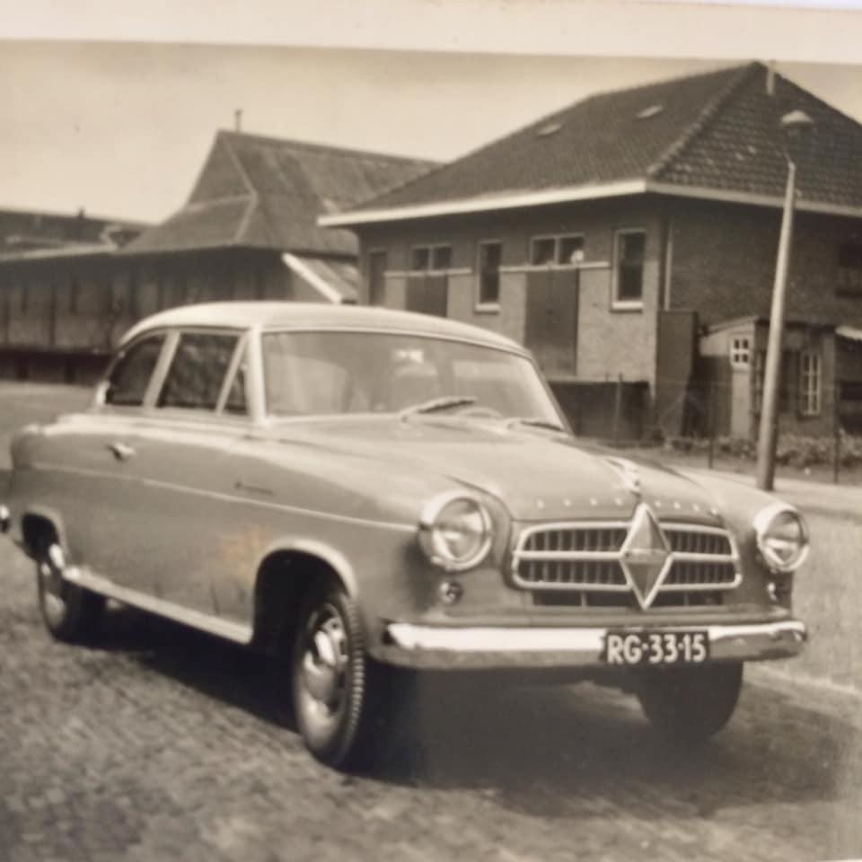 Garage-L-Bakker-in-Rijssen--was-in-de-jaren-50--ook-dealer-van-Goliath-en-Borgward--Tieme-Bakker-archief--4