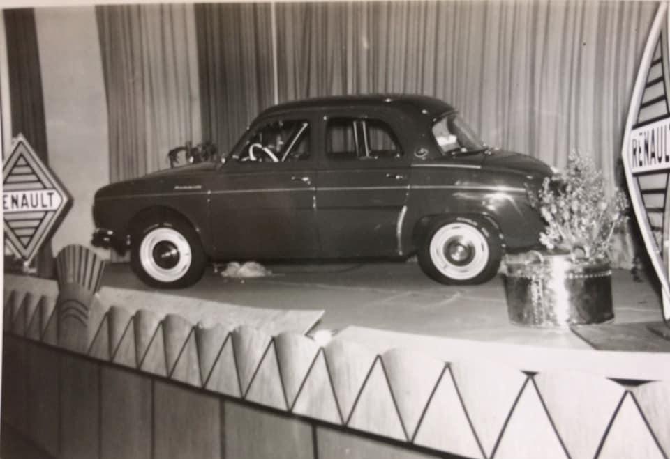 Renault-Dauphine-bij-schow
