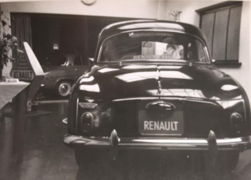 Renault-show-jaarlijkse-autoshow-bij-Hotel-de-Kroon-in-Hellendoorn7