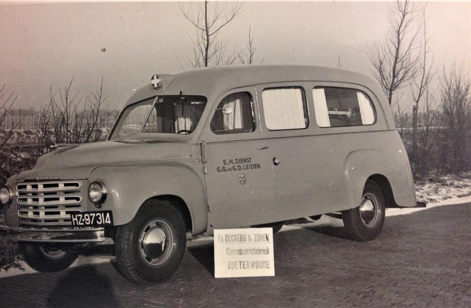 Studebaker--R10-149-garage-Kamsteegs-carr-Deckers--1
