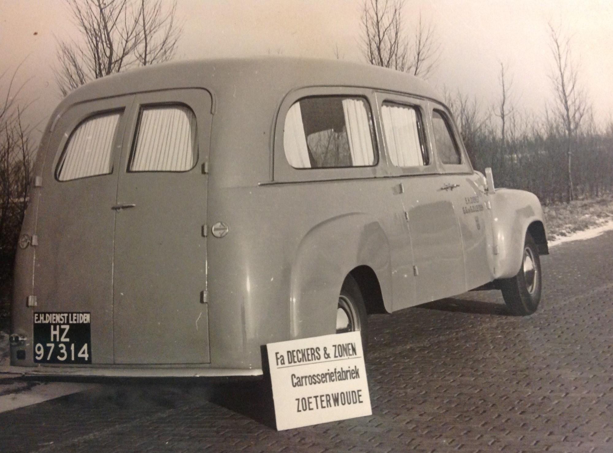 Studebaker--R10-149-garage-Kamsteegs-carr-Deckers--2