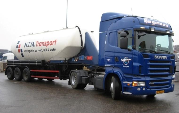 NR-537-Scania-R420-van-Andreas-Duitse-chauffeur-afdeling-logistics-op-Italie-3