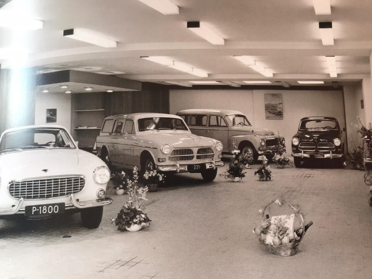 Showroom-van-Volvo-importeur-Niham-in-Den-Haag---begin-jaren-60