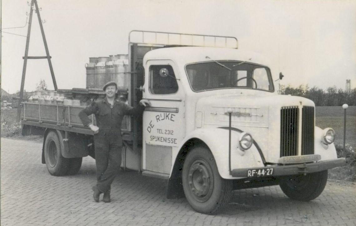 melkrijder-Job-Bezuijen-uit-Oudenhoorn-rond-1961-2