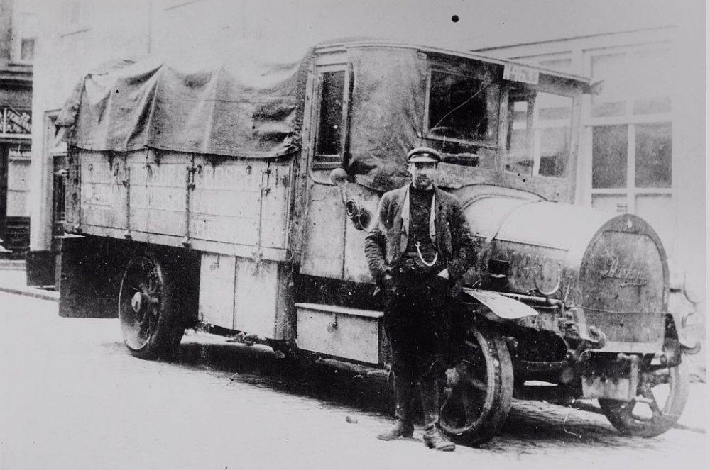 0-Opa-trots-bij-zijn-eerste-wagen