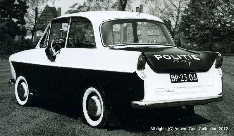 DAF-van-de-politie-met-speciale-deur-