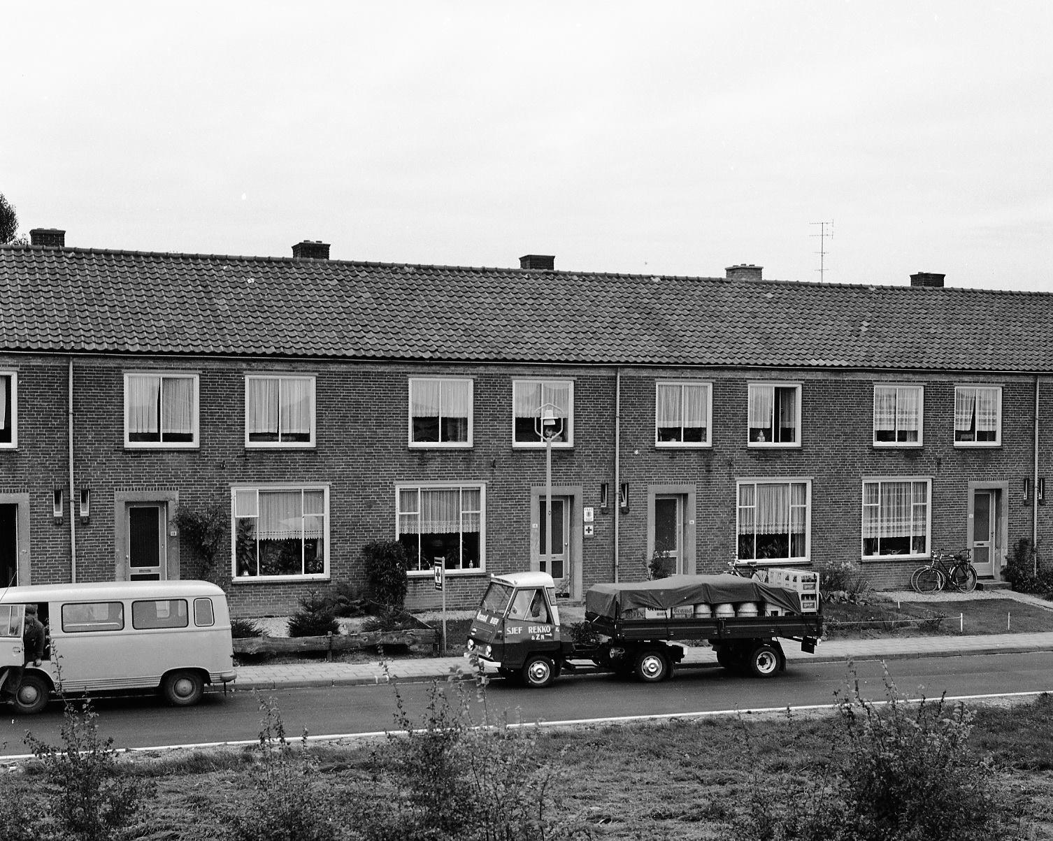 Daf-Pony-de-eerste-van-Nederland-met-oplegger-deze-foto-is-gemaakt-door-de-fotograaf-van-DAF-voor-het-dafblad-1