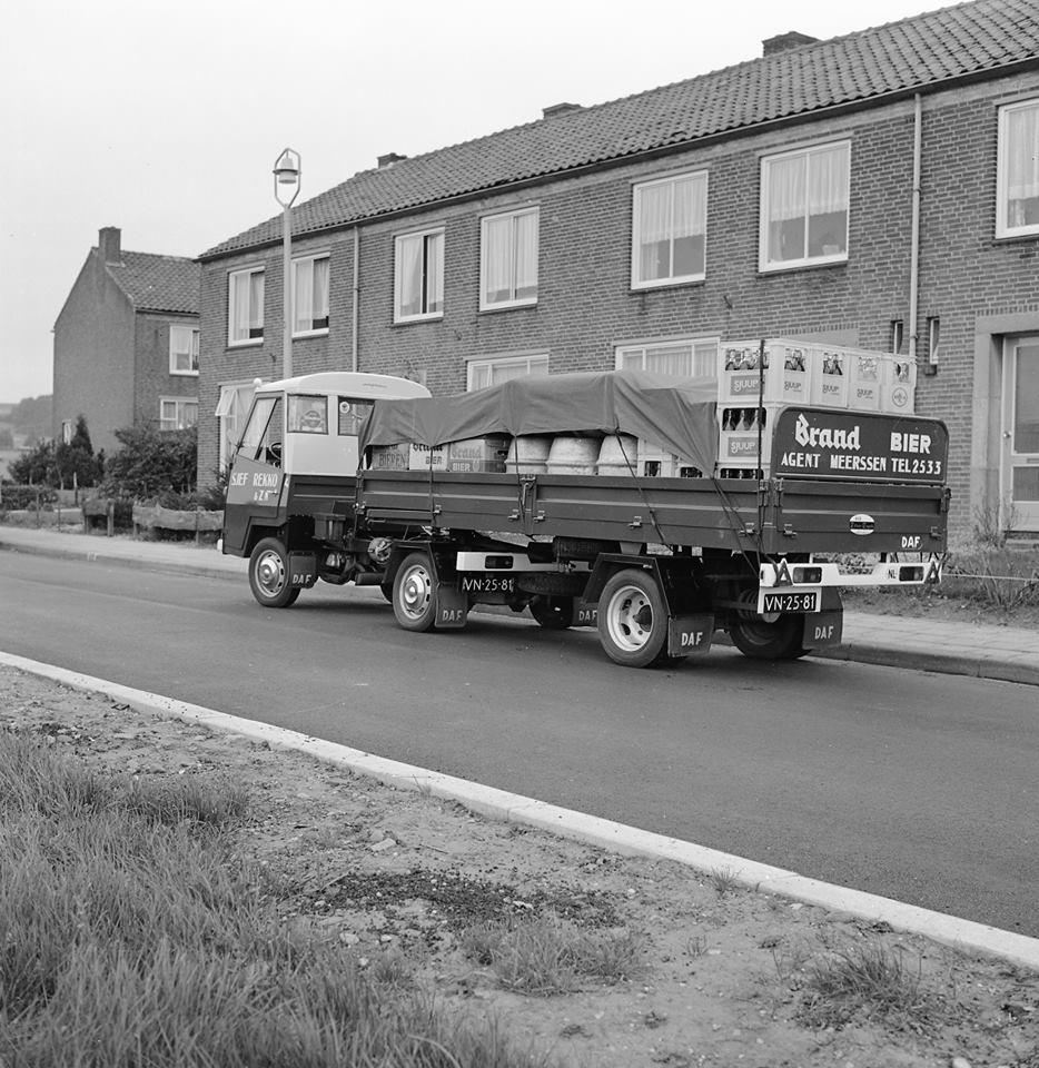Daf-Pony-de-eerste-van-Nederland-met-oplegger-deze-foto-is-gemaakt-door-de-fotograaf-van-DAF-voor-het-dafblad-2
