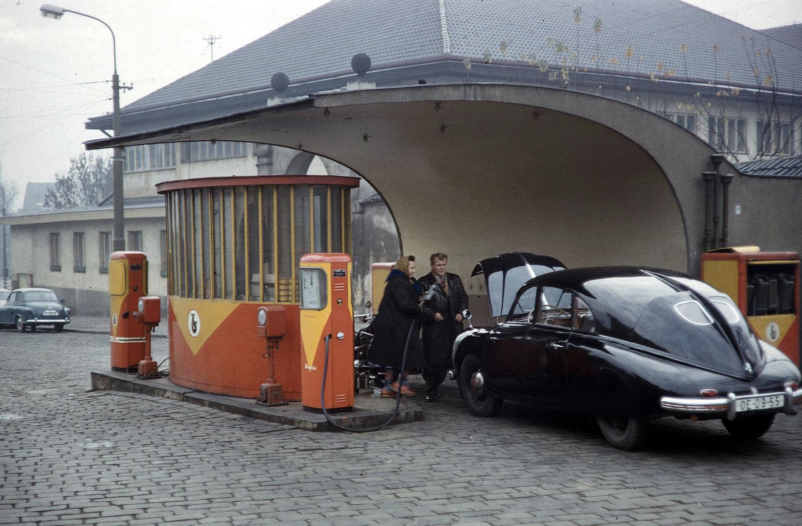 Tatra-600-